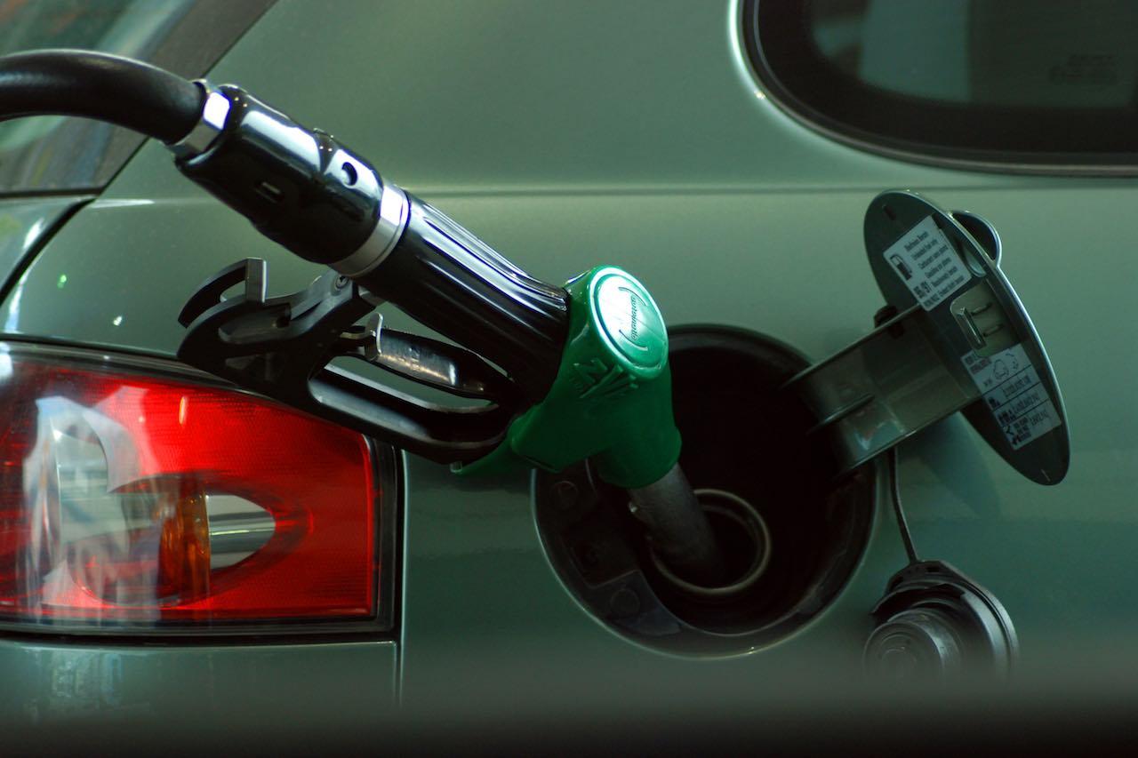 ahorro-gasolina-surtidor