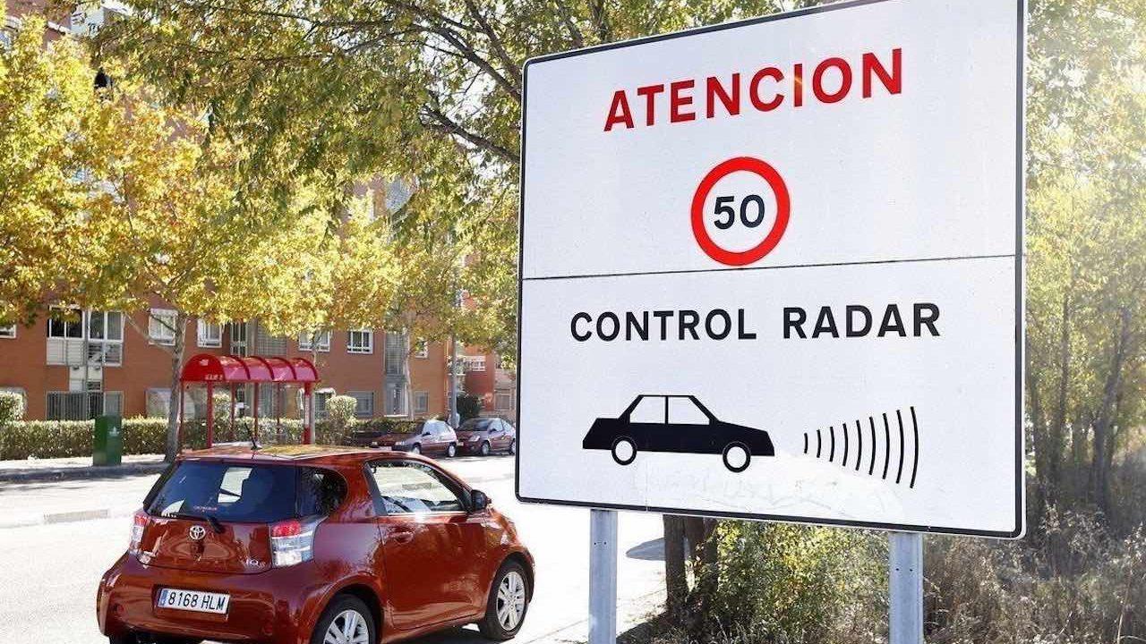 radar velocidad cartel