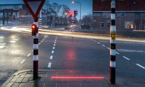 Luces de semáforos en el suelo para proteger a los petaones de sus móviles