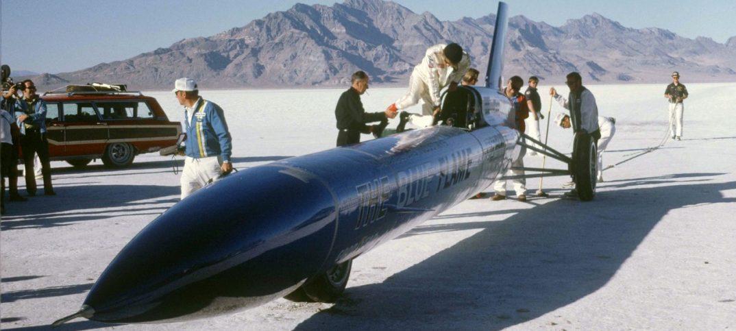 Gary Gabelich supera el récord de velocidad a 1000 km/h