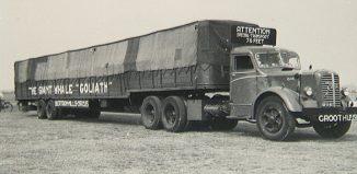 camión con ballena dentro