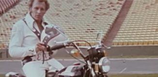 Peter Fonda en una moto