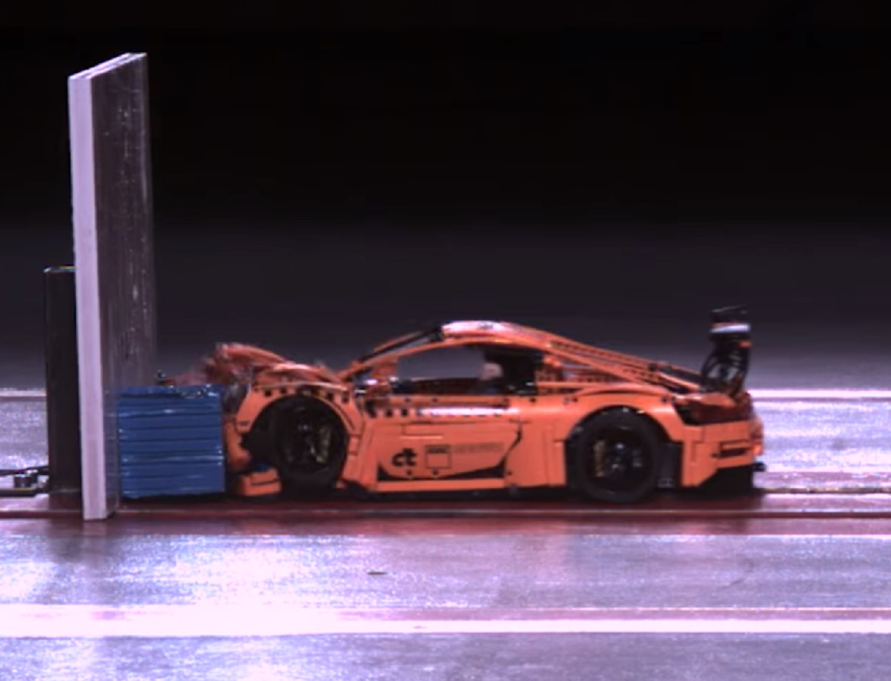 porsche-911-gt3-rs-lego-crash-test