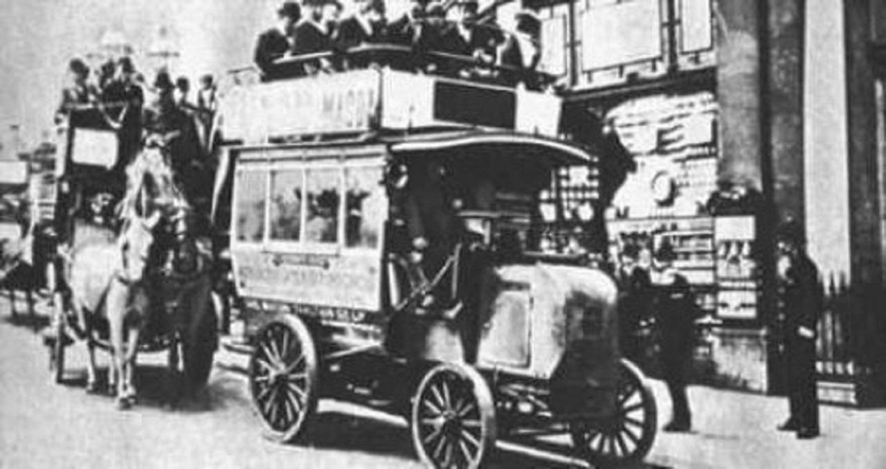 primer autobus gasolina