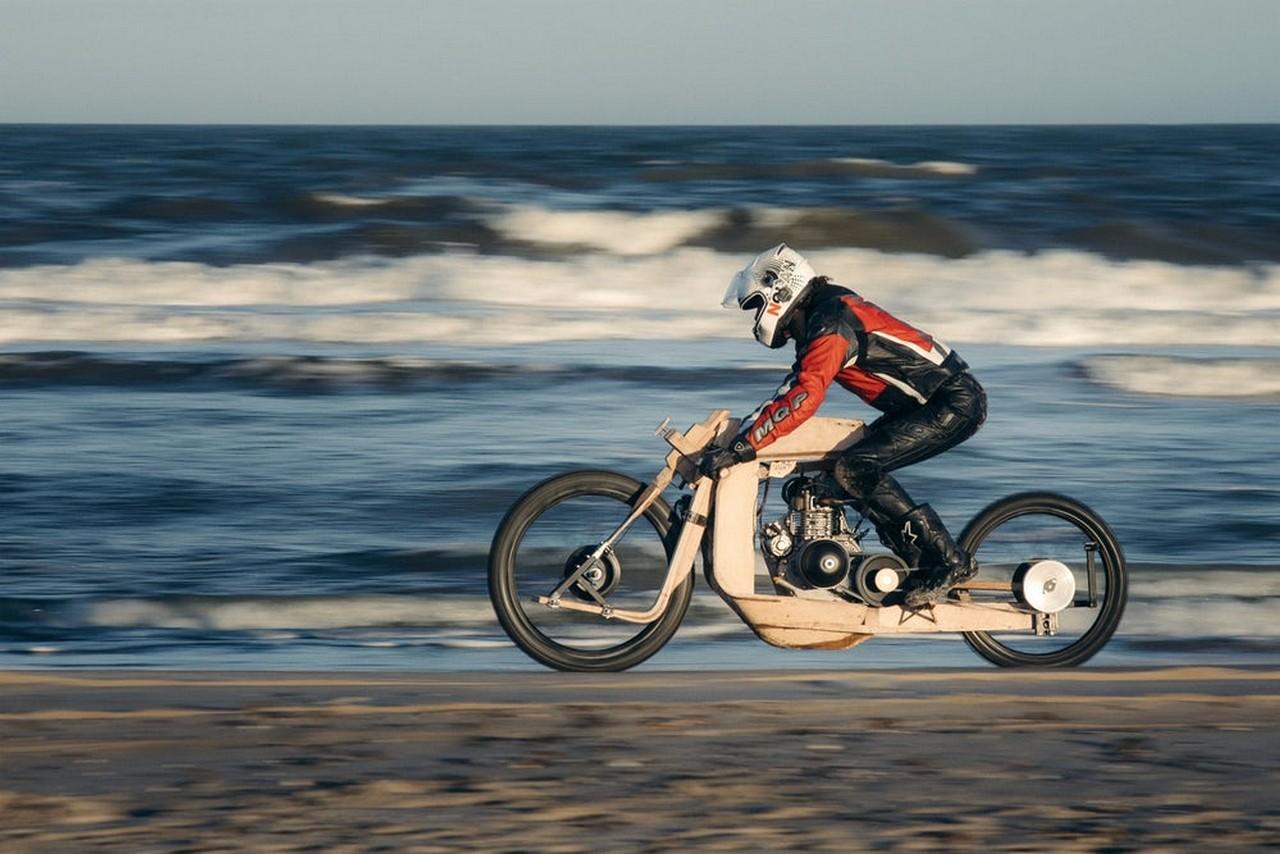moto de madera que se mueve con aceite de algas (6)