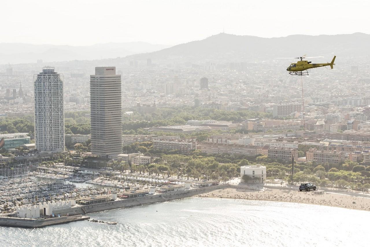 Seat arona sobrevolando barcelona (10)