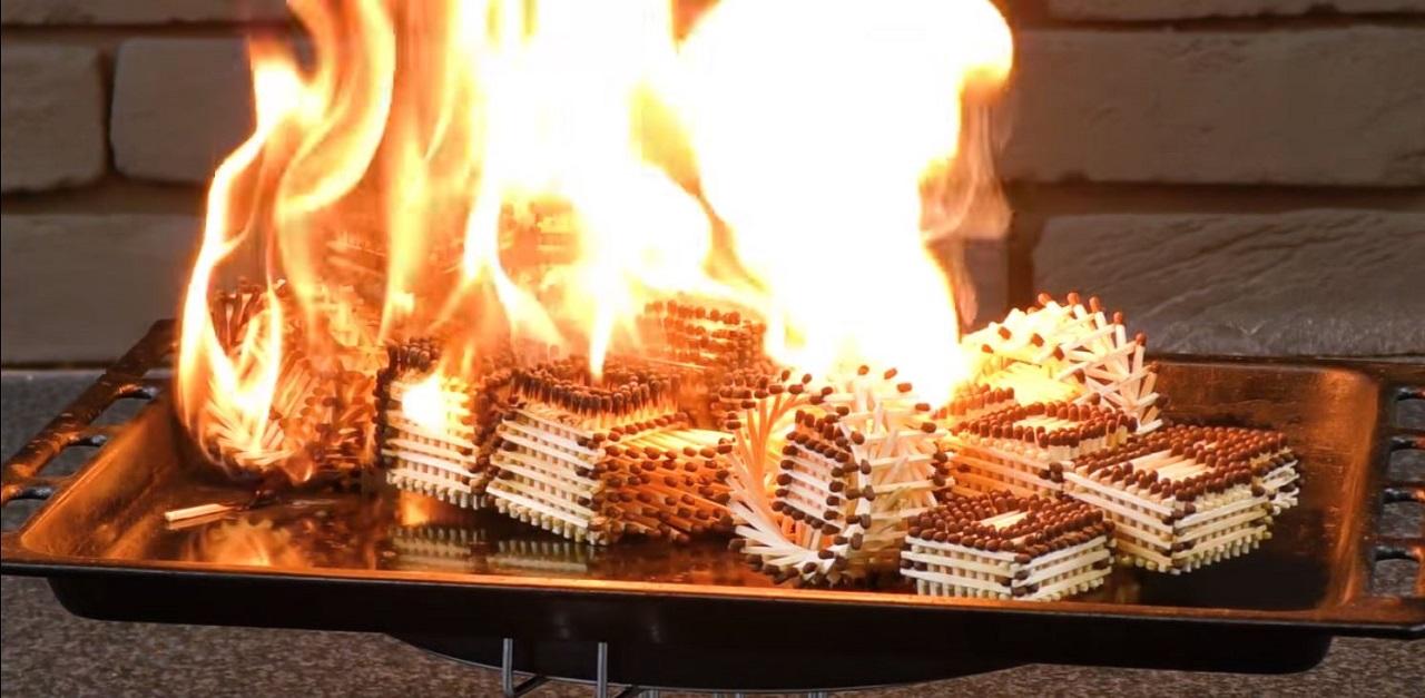 coche de cerillas en llamas