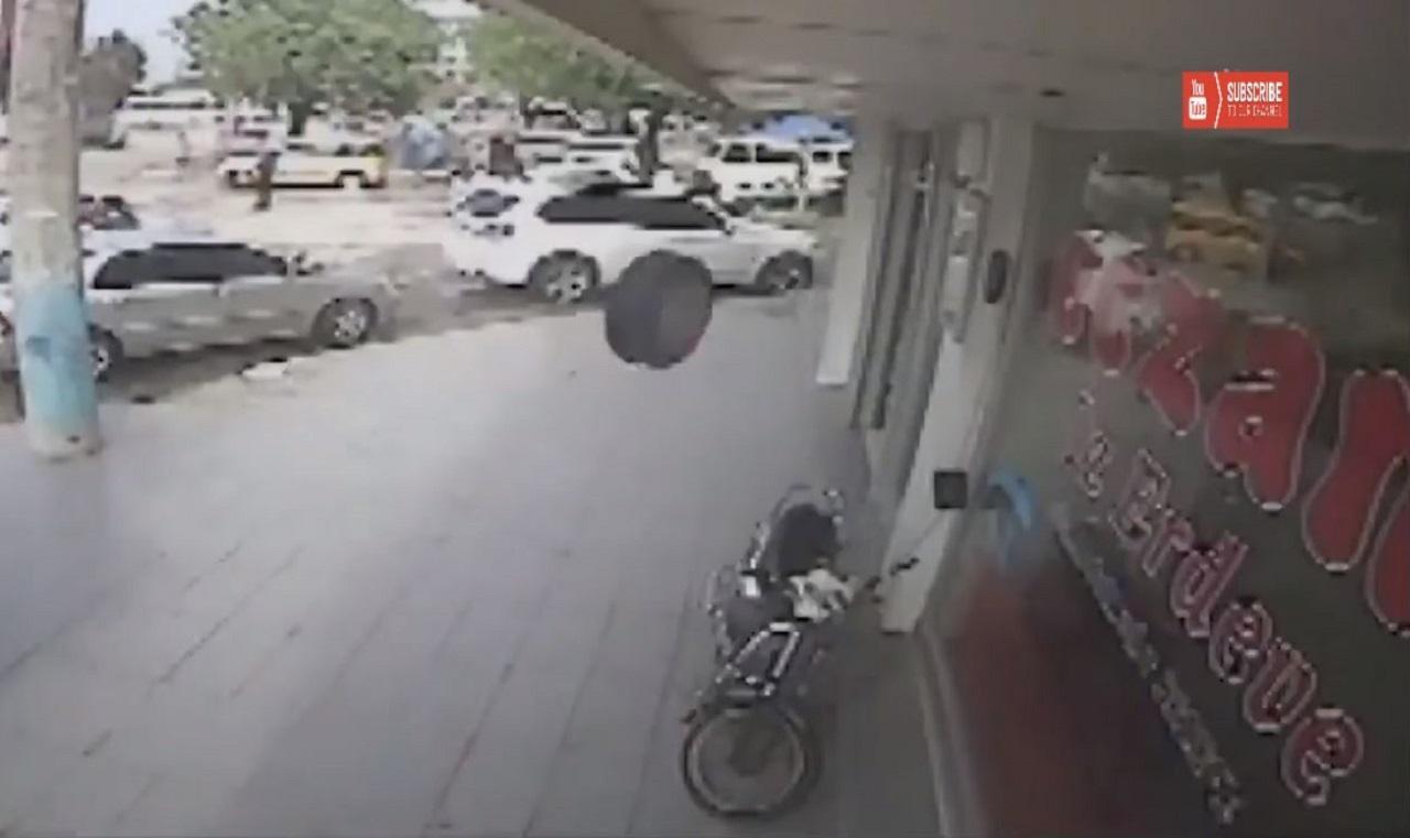 rueda entrando en un establecimiento