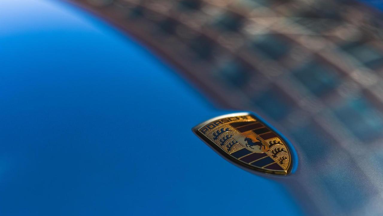 Porsche logo capo