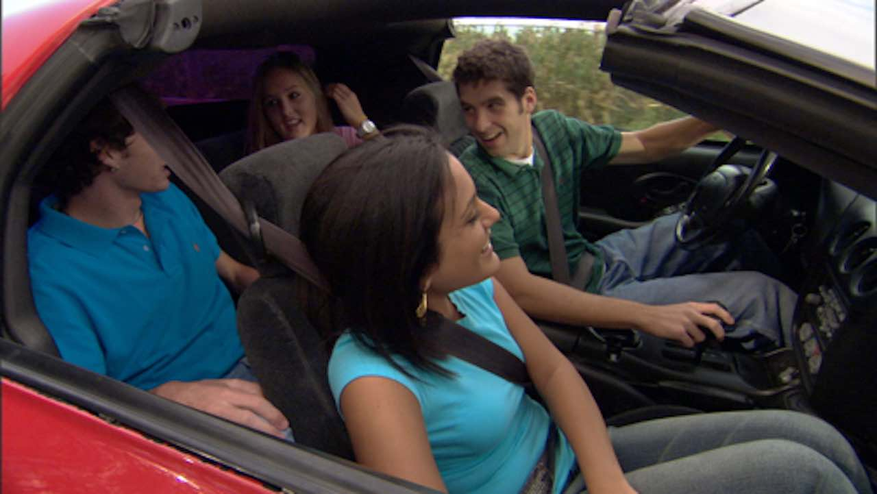 jovenes en coche
