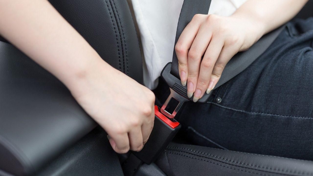 passenger fasten seat belt in car
