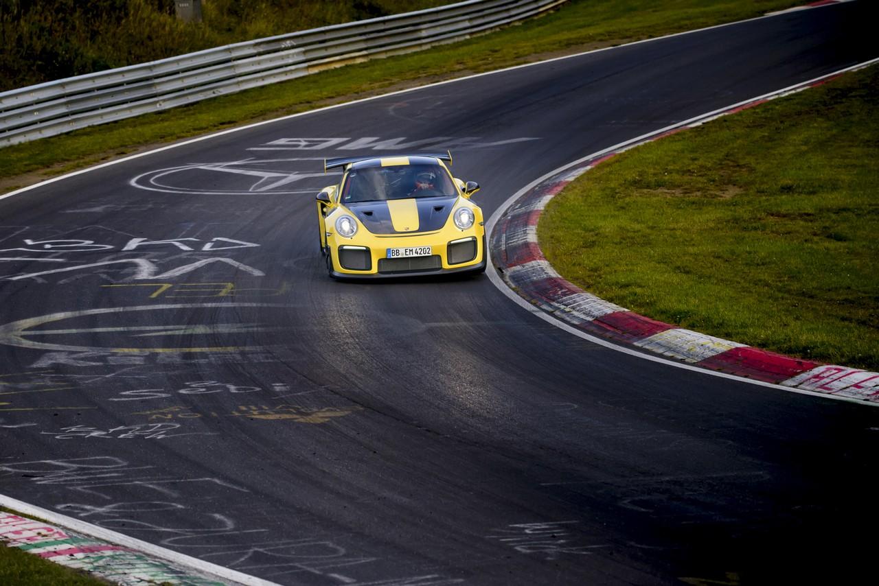 porsche-911-gt2-rs-record-nurburgring 4