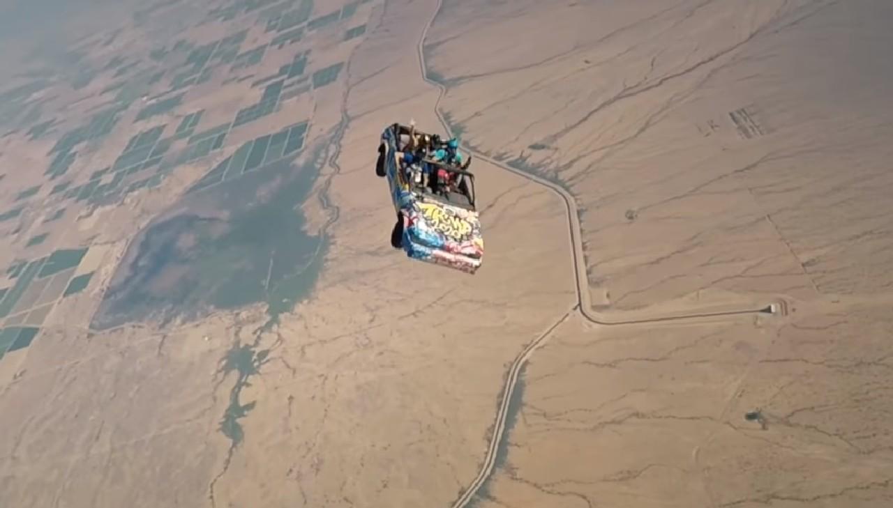 paracaidas-coche