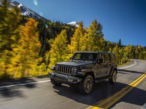 Fotos de Jeep Wrangler Unlimited Sahara USA 2018