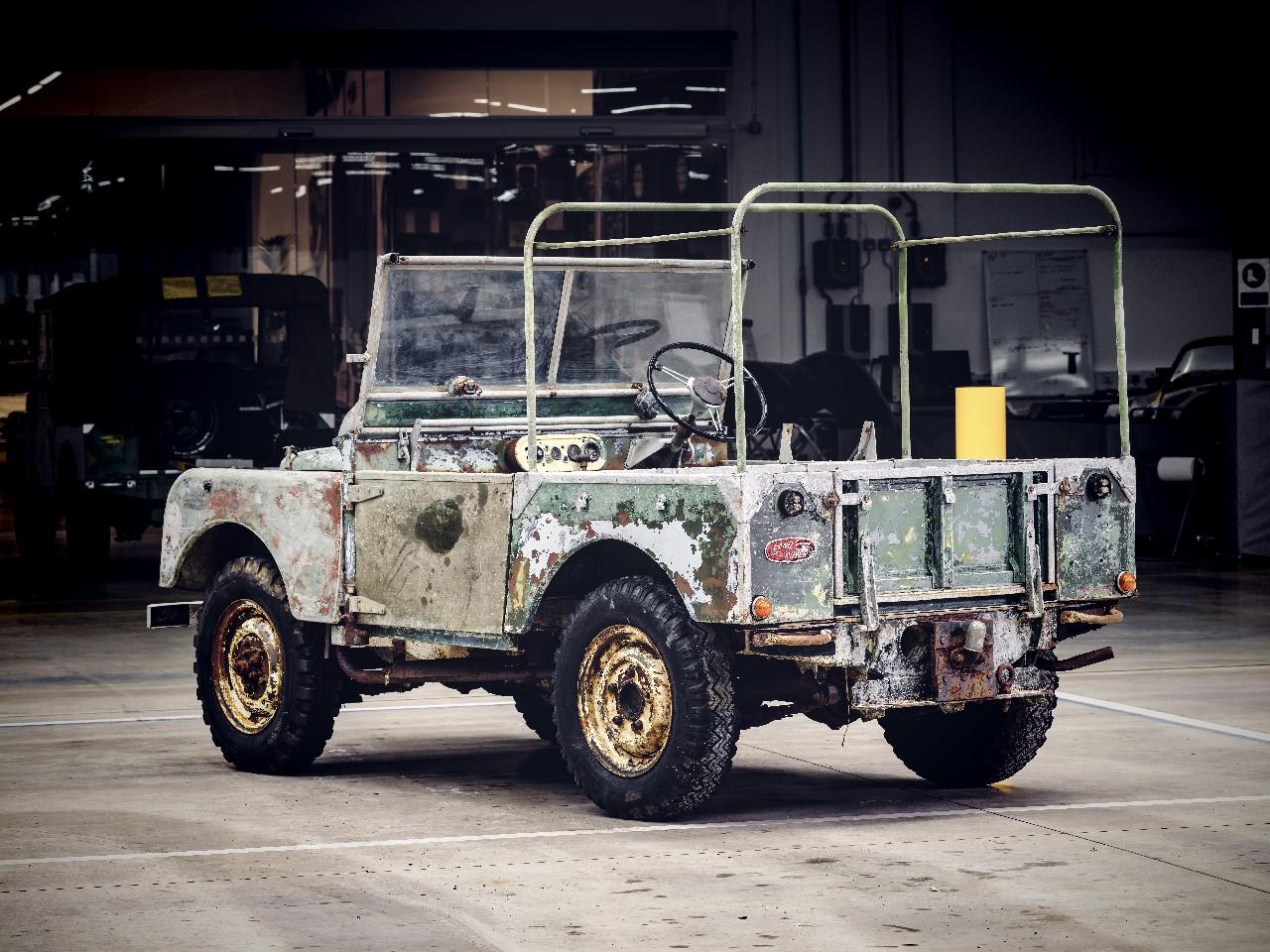 land-rover-restaura-primer-prototipo 4