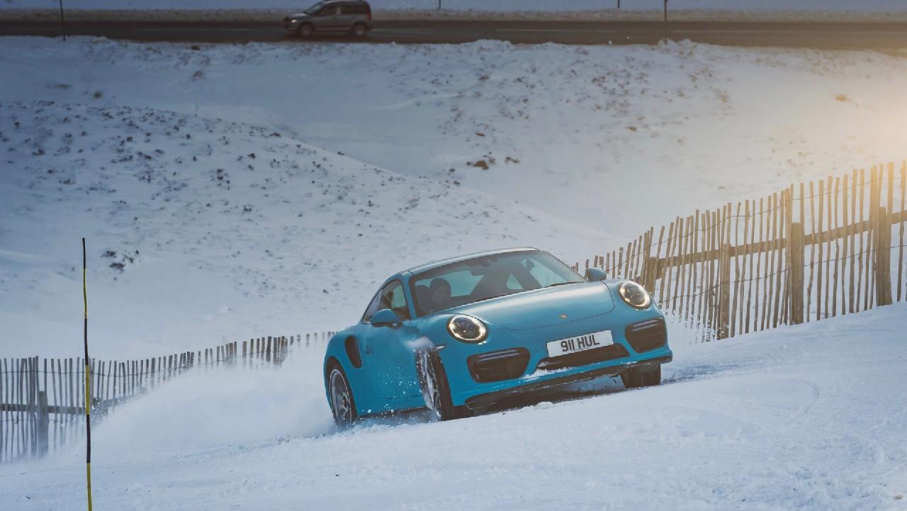 porsche-911-turbo-s-nieve 1
