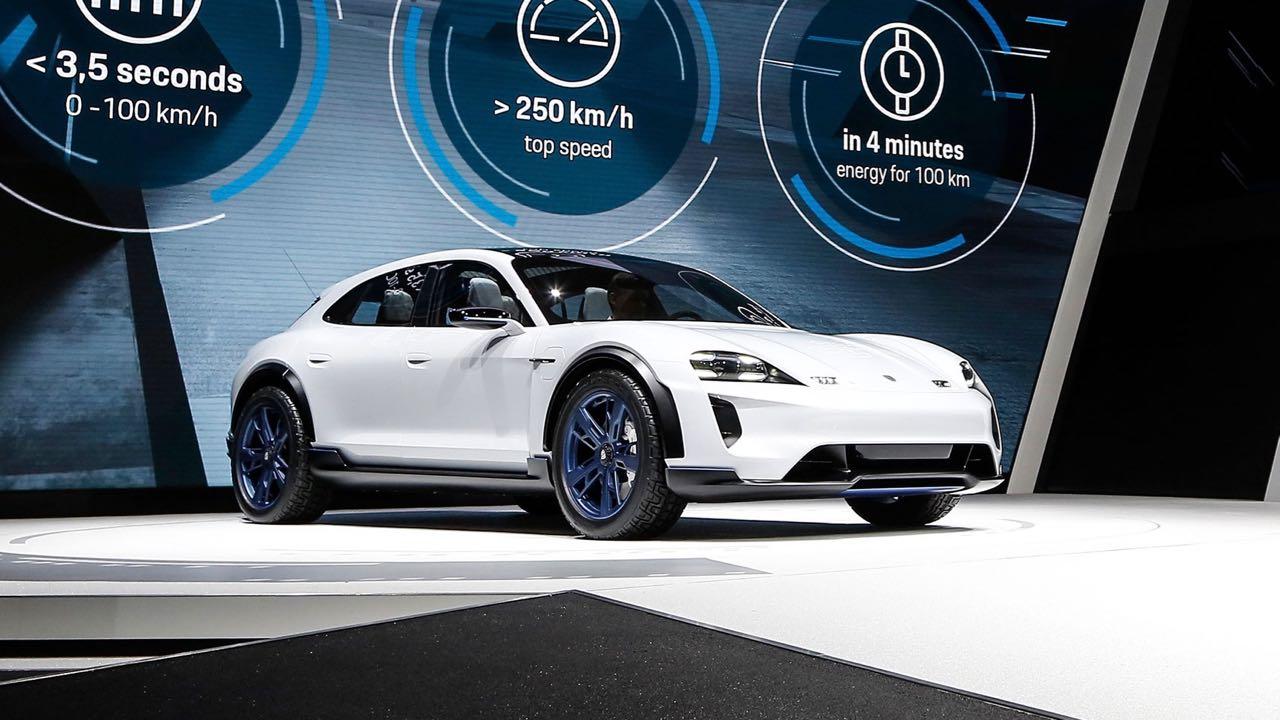 Porsche Mission E Cross Turismo Concept 2018 – 8
