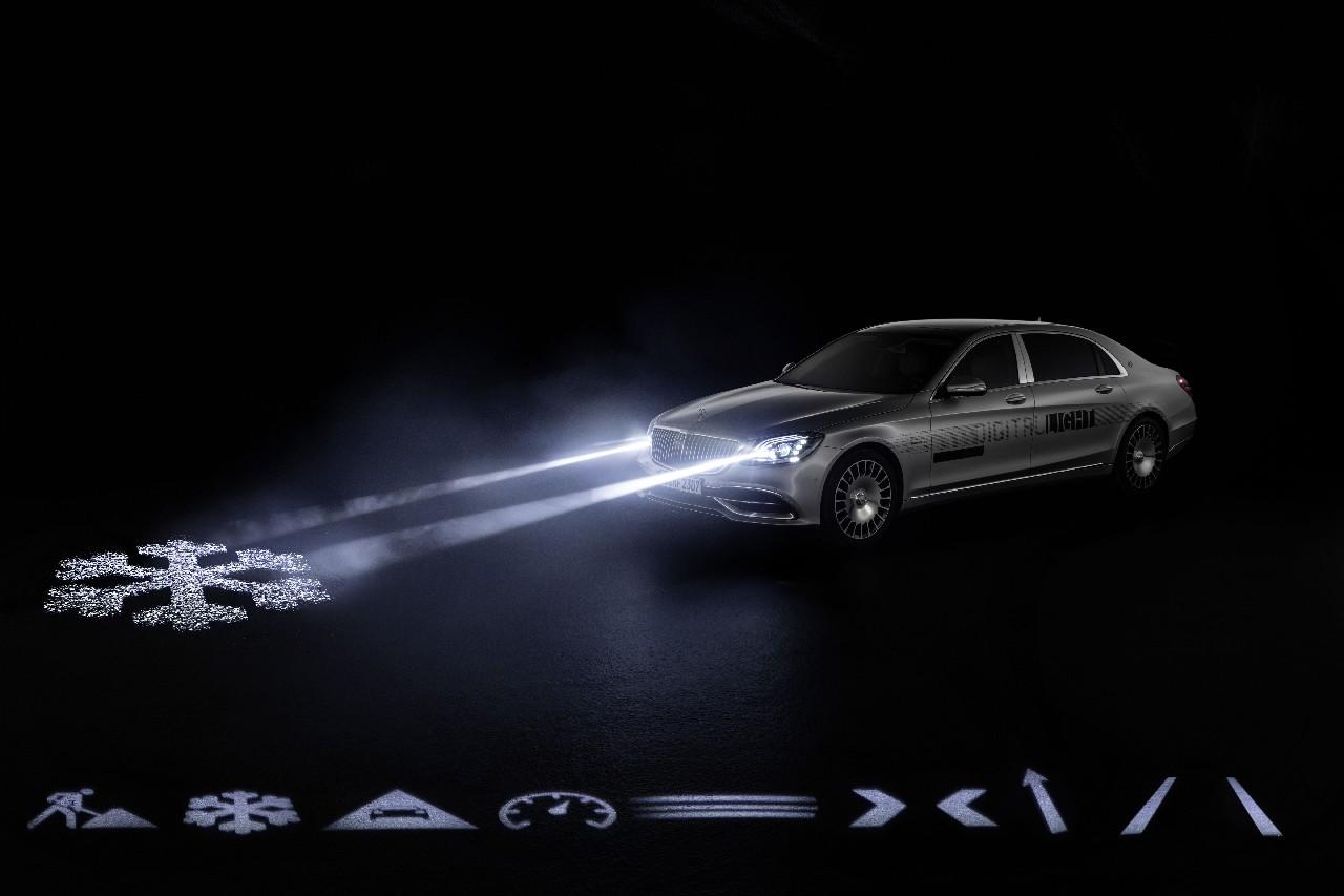 Weltpremiere in der Mercedes-Maybach S-Klasse: DIGITAL LIGHT: Das Licht der Zukunft kommt auf die Straße