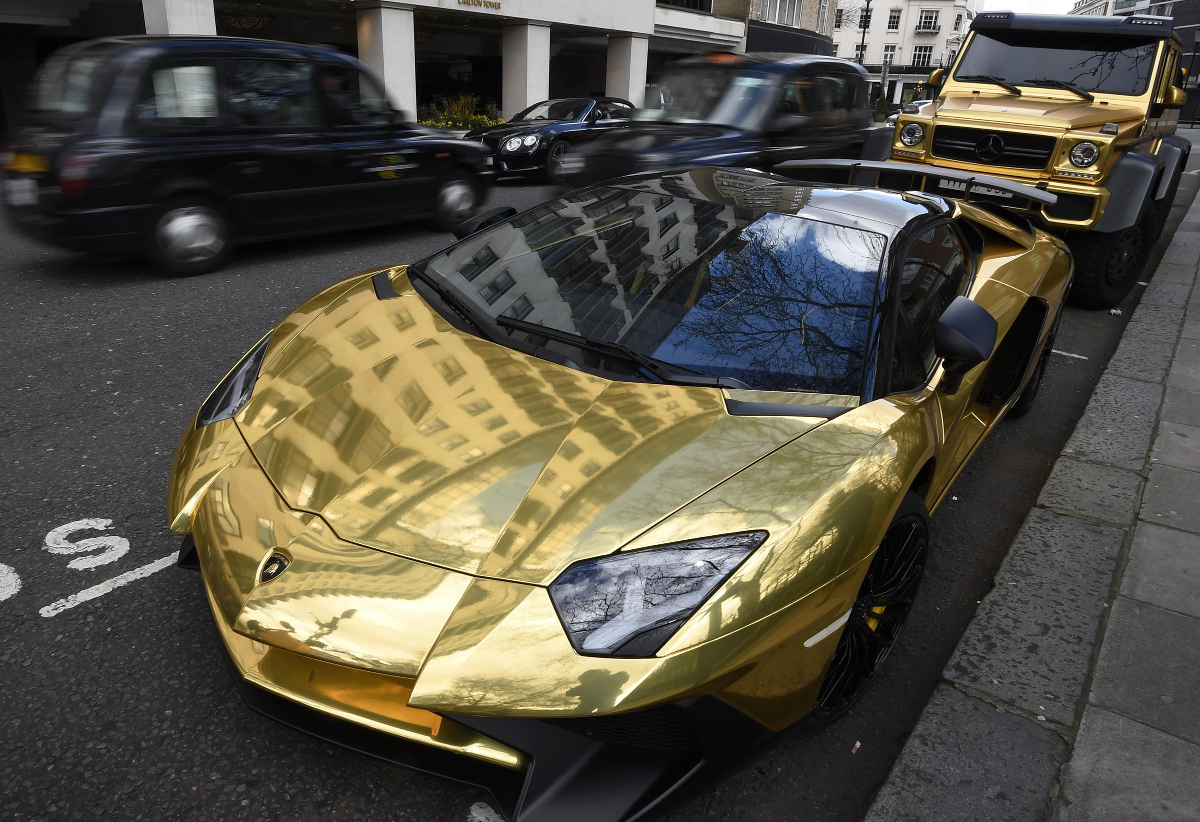 Lamborghini de oro