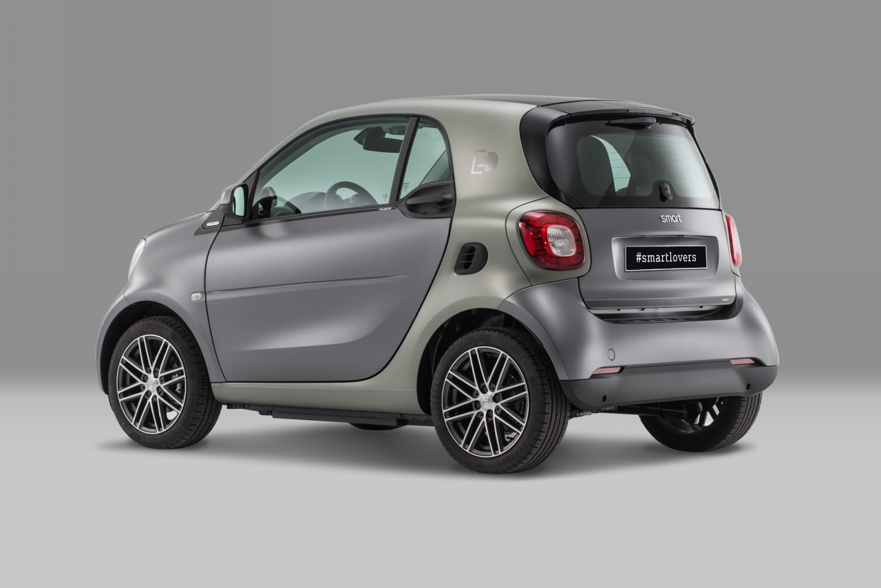 smart-fortwo-electric-pull-bear 1