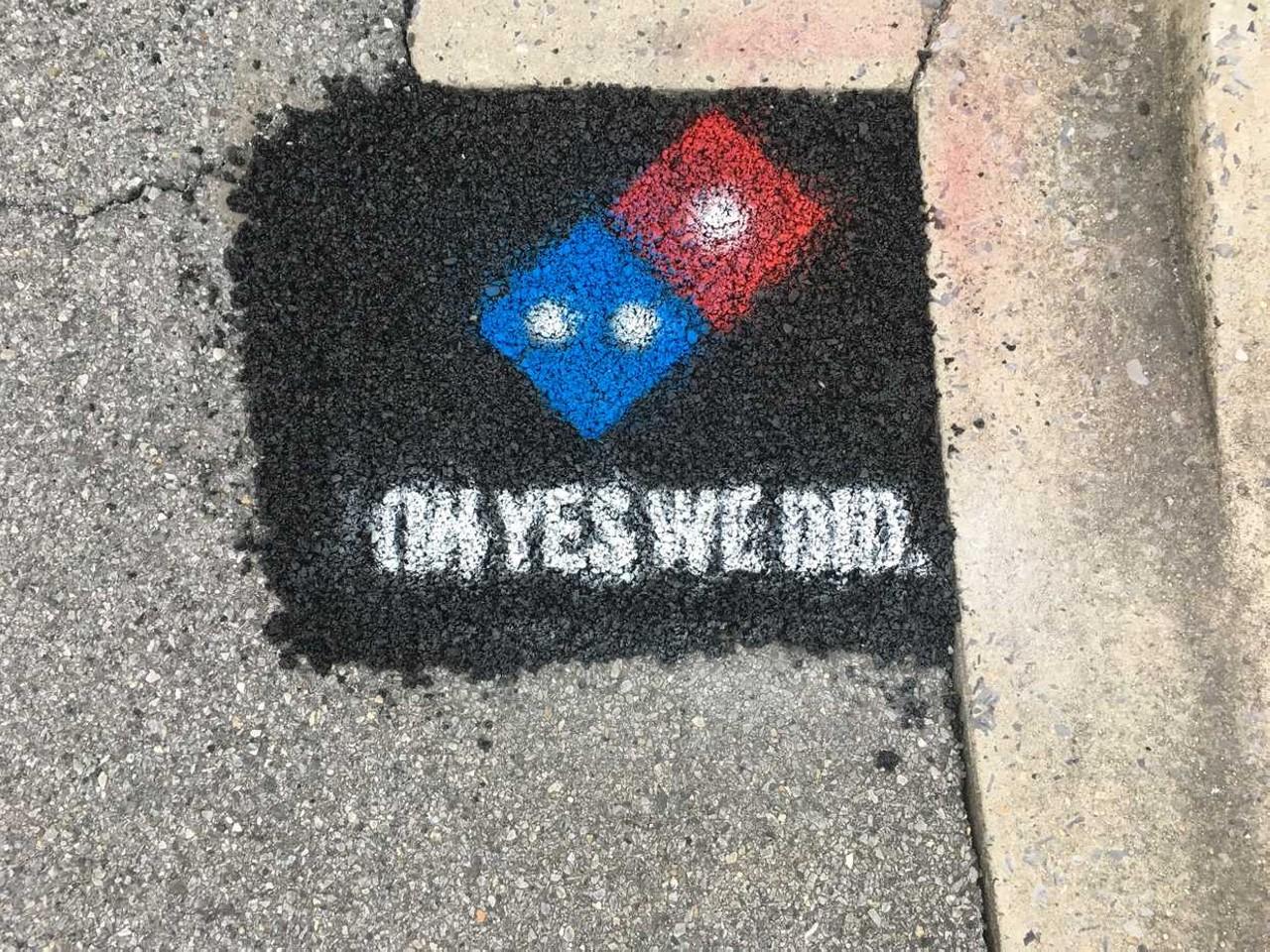 dominos-pizza-arregla-carreteras 2