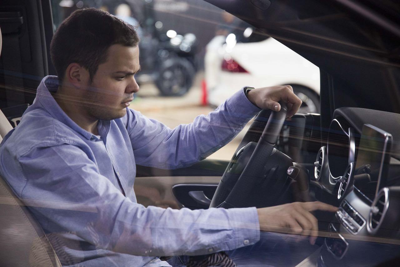 interior coche comprador concesionario