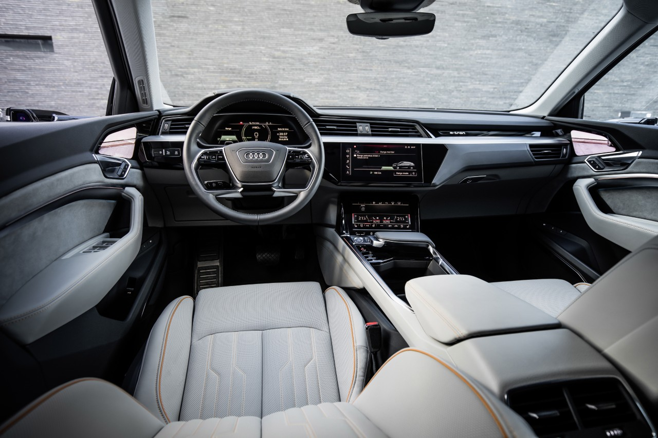 audi-e-tron-prototype-interior 6