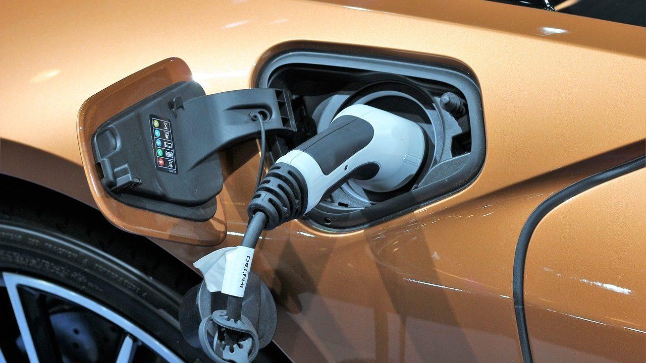 coche electrico recarga