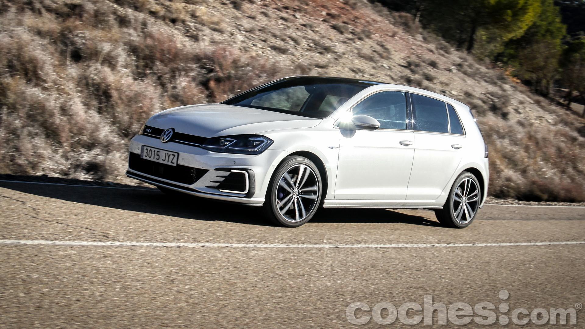 Volkswagen_Golf_GTE_081