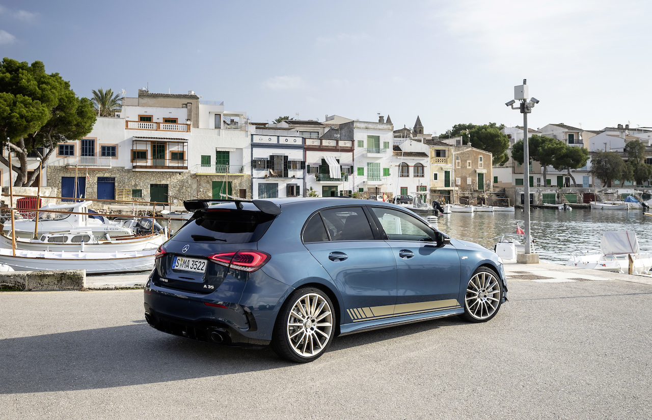 Mercedes-AMG A 35 4MATIC: Neuer Einstieg in die Welt der Driving PerformanceMercedes-AMG A 35 4MATIC: New entry-level model opens up the world of driving performance