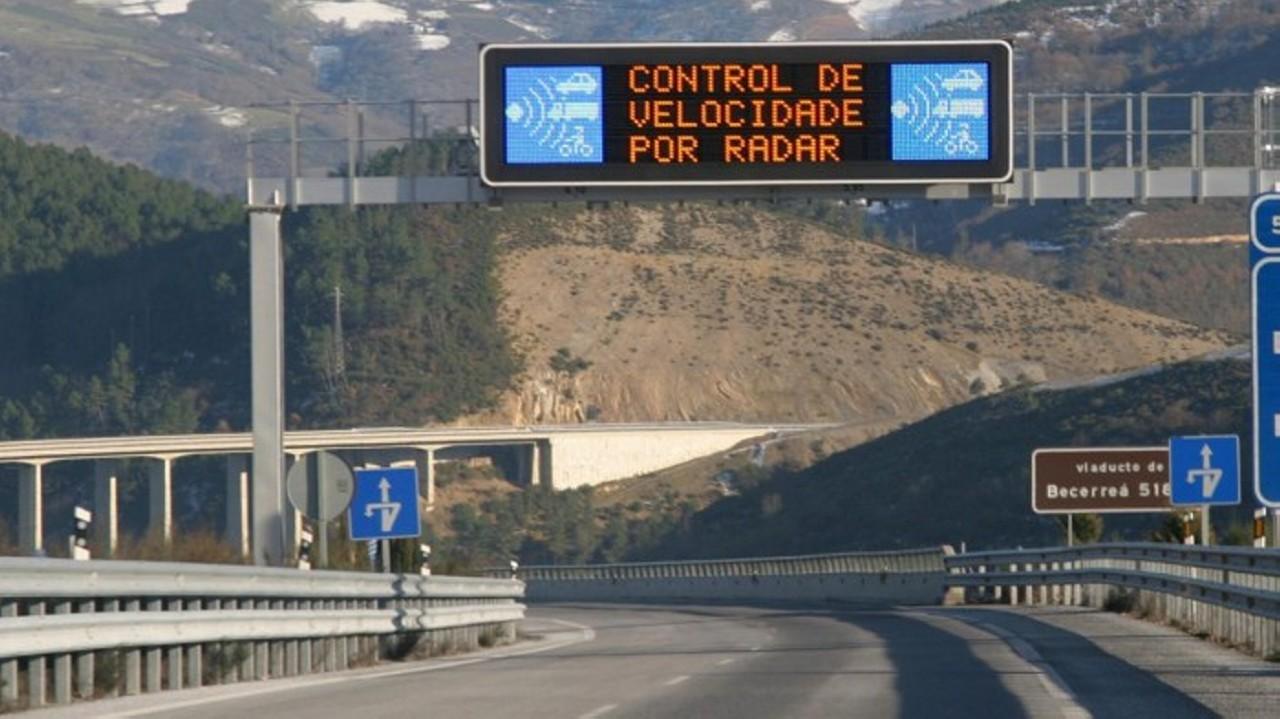 los-radares-de-la-dgt-multaran-desde-131-km-h-en-autovia-700×393