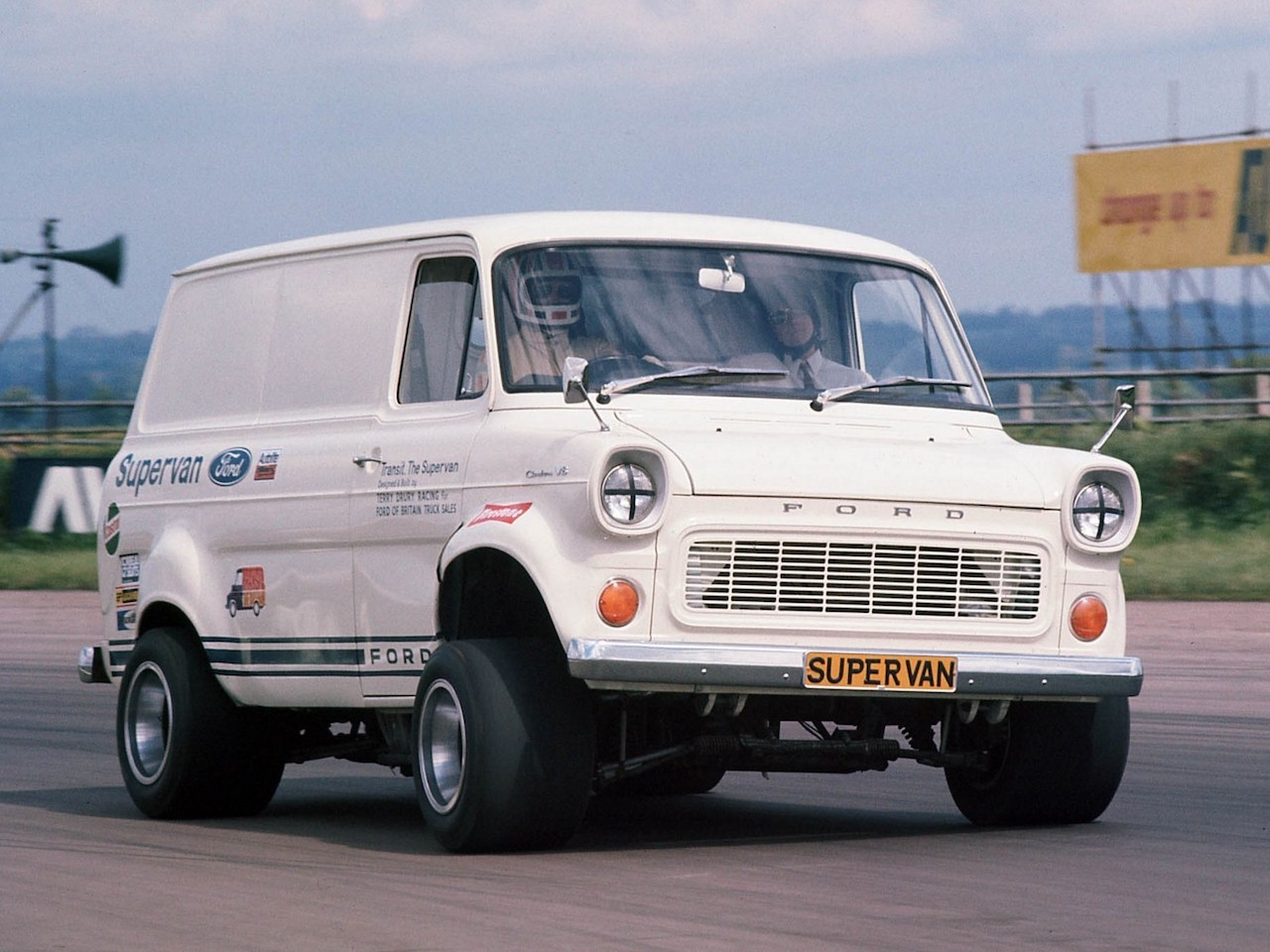 ford_transit_supervan_1_1