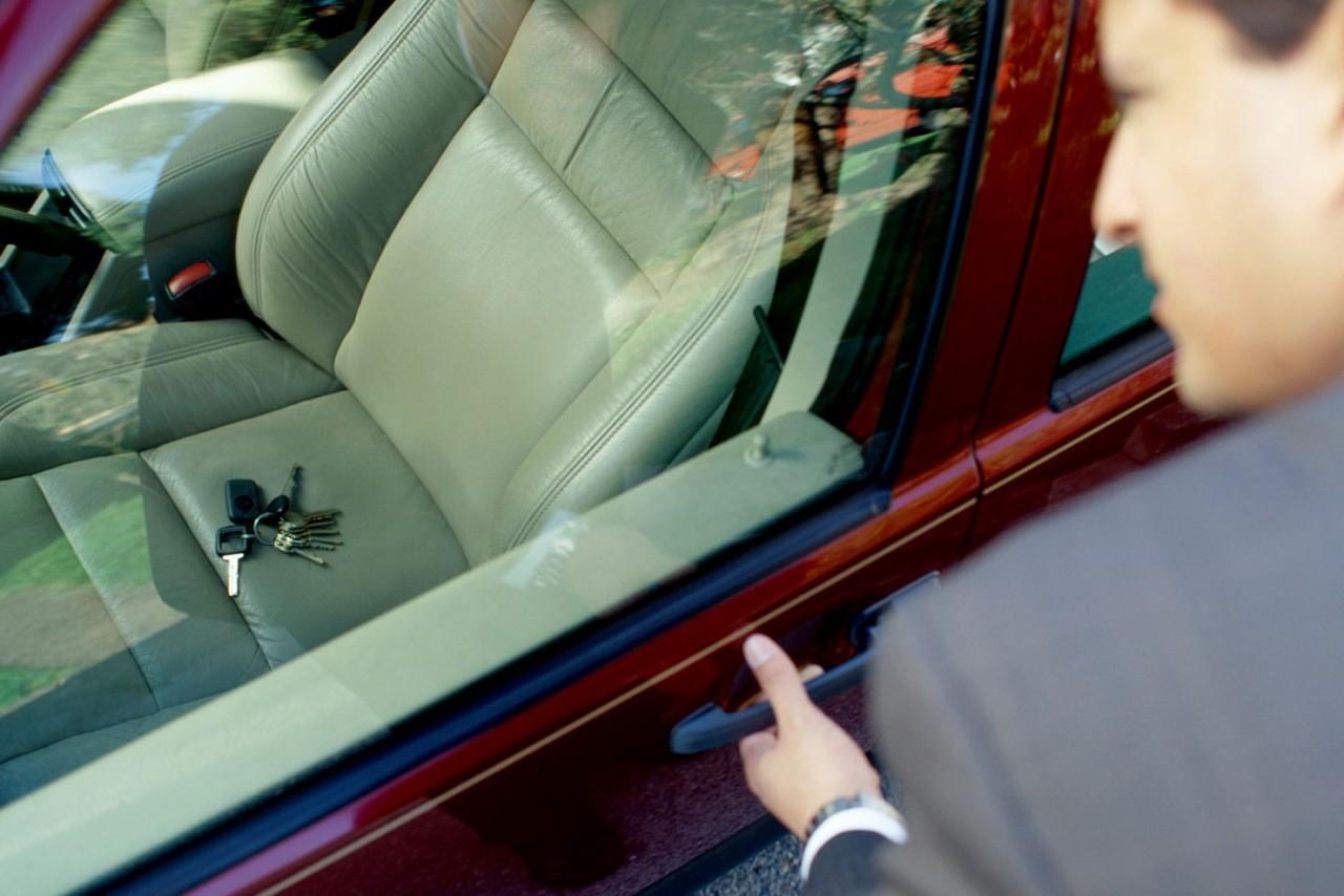 Llave dentro coche
