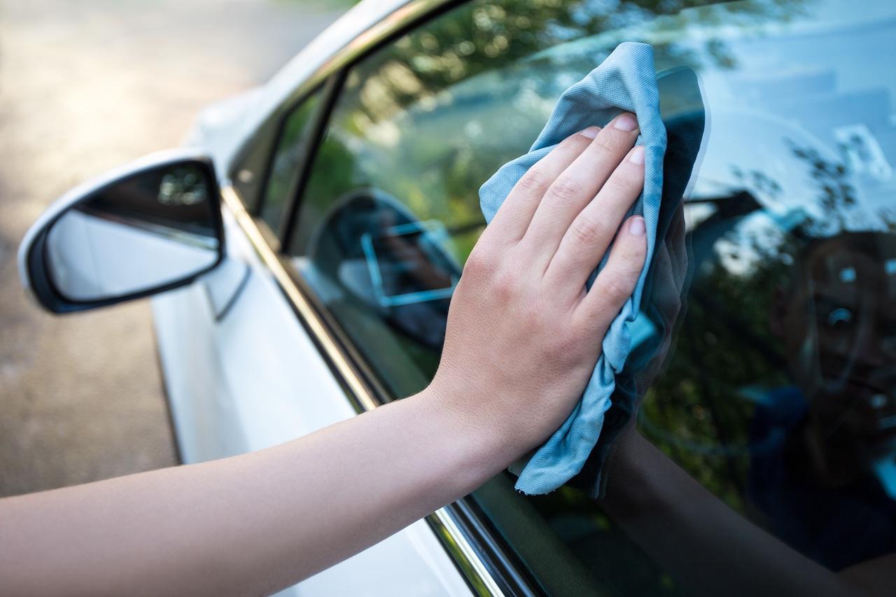 limpiar-cristales-coche-2