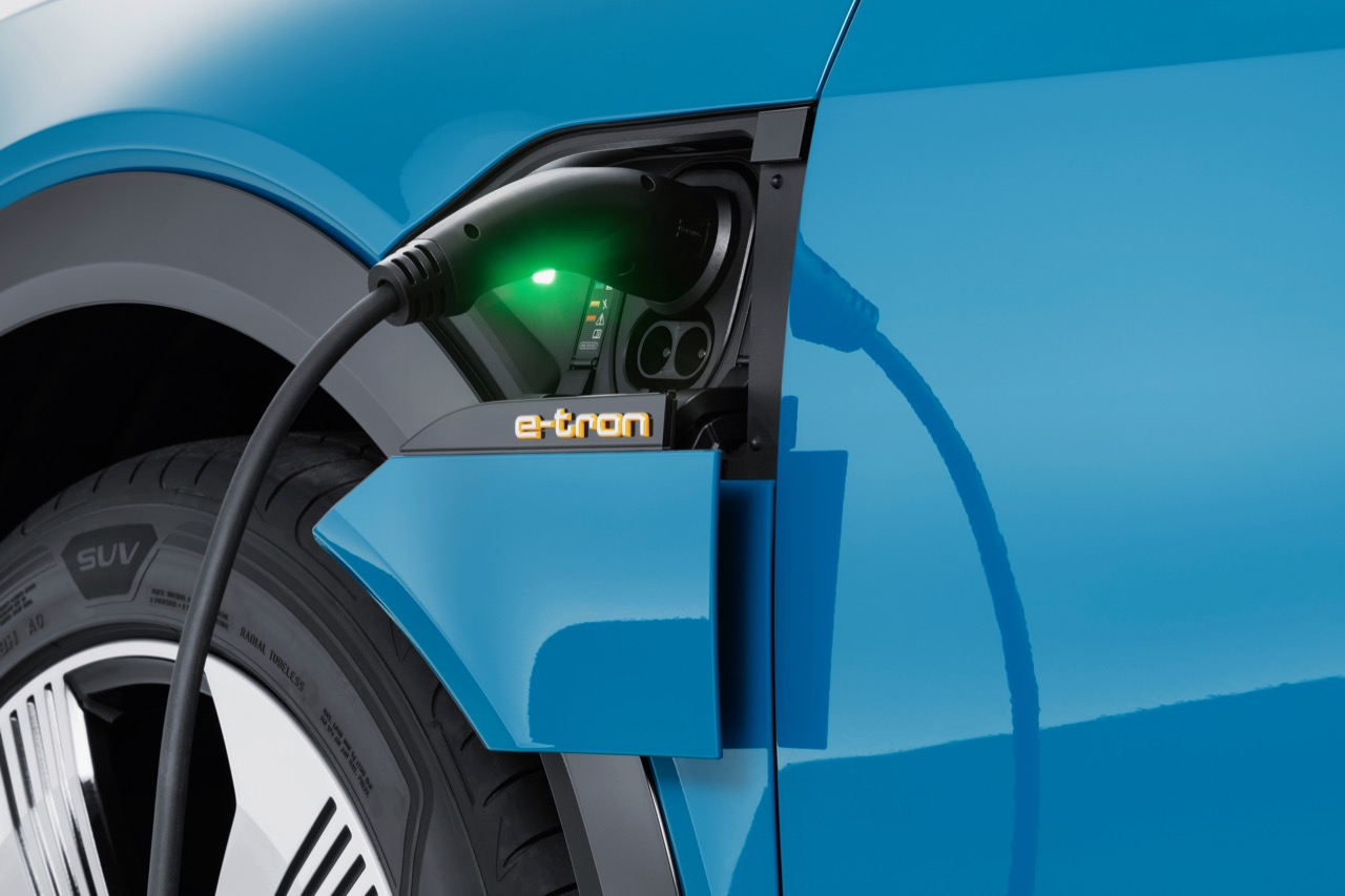 Charging connection Audi e-tron