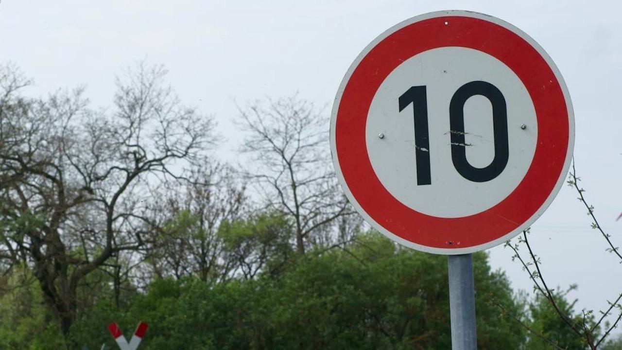 limite velocidad 10 kmh
