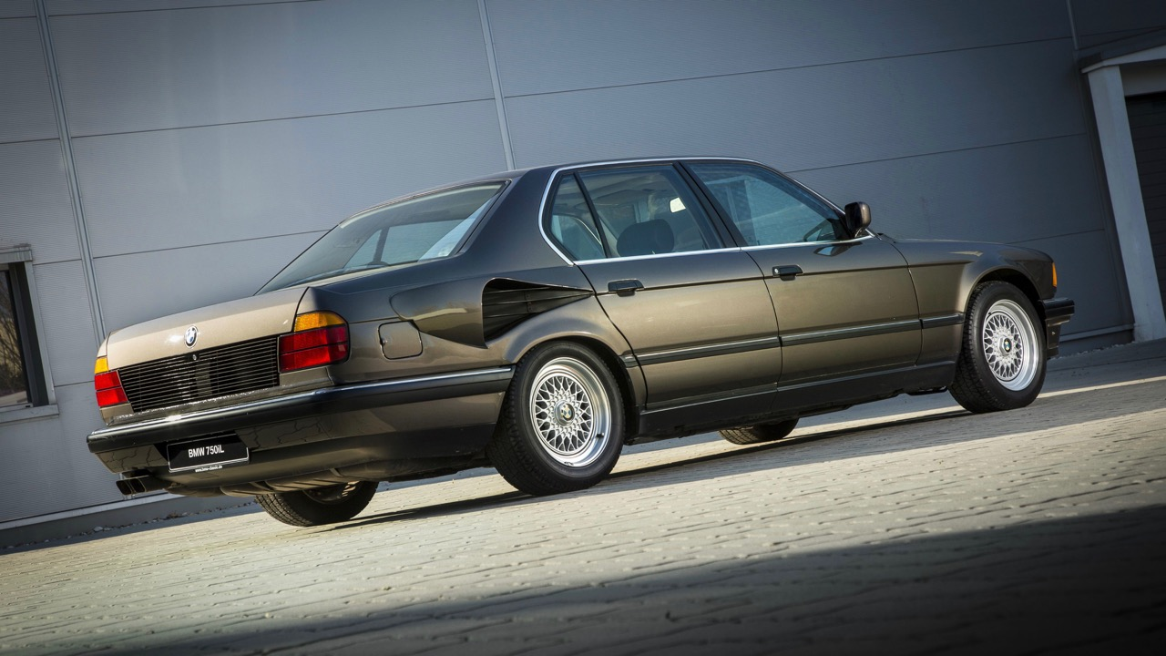 BMW Serie 7 motor V16 – 2