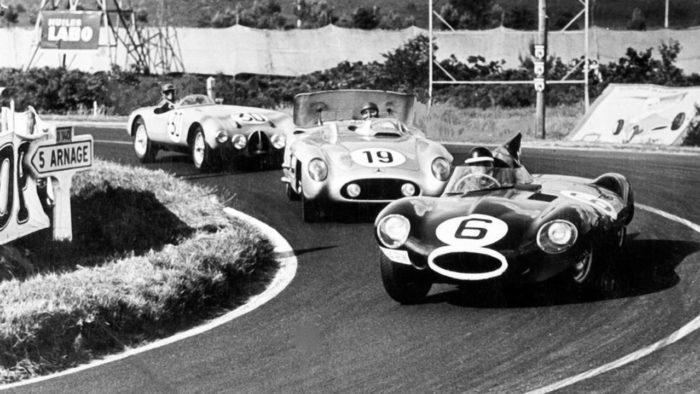 24 Horas de Le Mans 24 hours (1955): Mike Hawthorn/Ivor Bueb (Jaguar D-Type), Juan Manuel Fangio/Stirling Moss (Mercedes-Benz 300S) y Jacques Pollet/Nano da Silva Ramos (Gordini T20S)