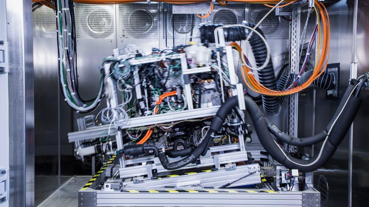 Hinter den Kulissen der Brennstoffzellen-MobilitätBehind the scenes of fuel cell mobility