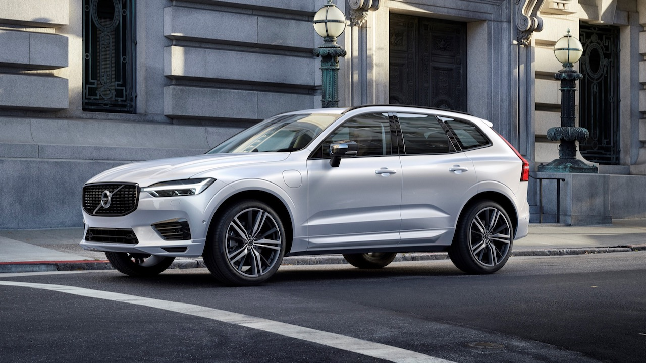 XC60 R-Design Recharge, in Crystal White Pearl