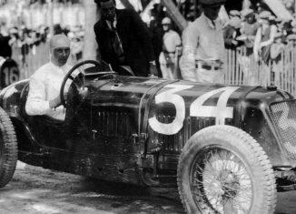 René Dreyfus pilotando el Delahaye 145