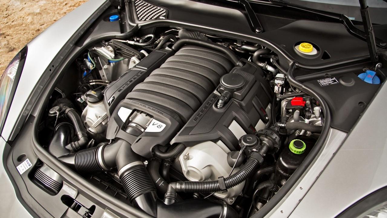 2013 Porsche Panamera GTS – Motor V8