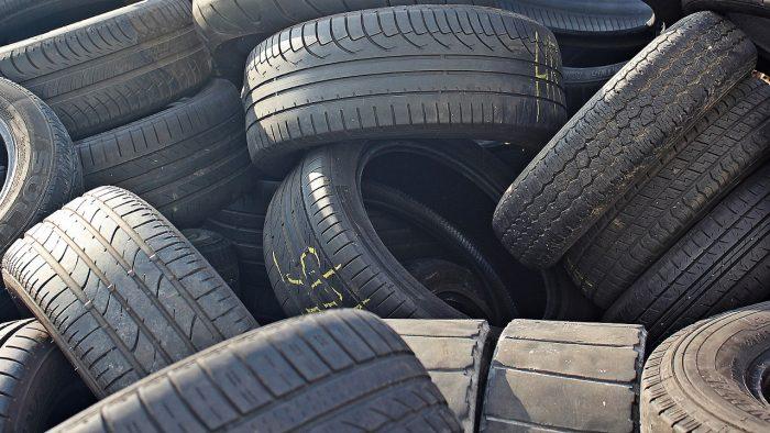 ¿Por qué los neumáticos son negros?