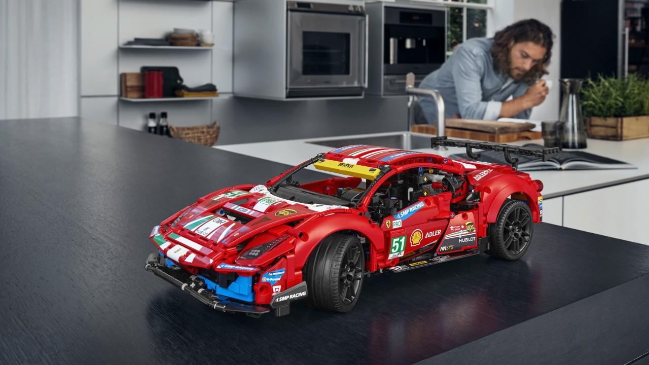LEGO Technic Ferrari 488 GTE AF Corse #51 (8)