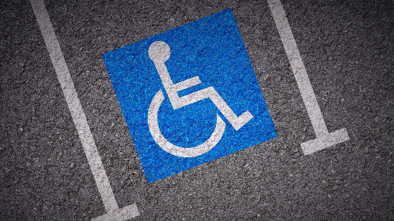 Plaza aparcamiento discapacitados – 2