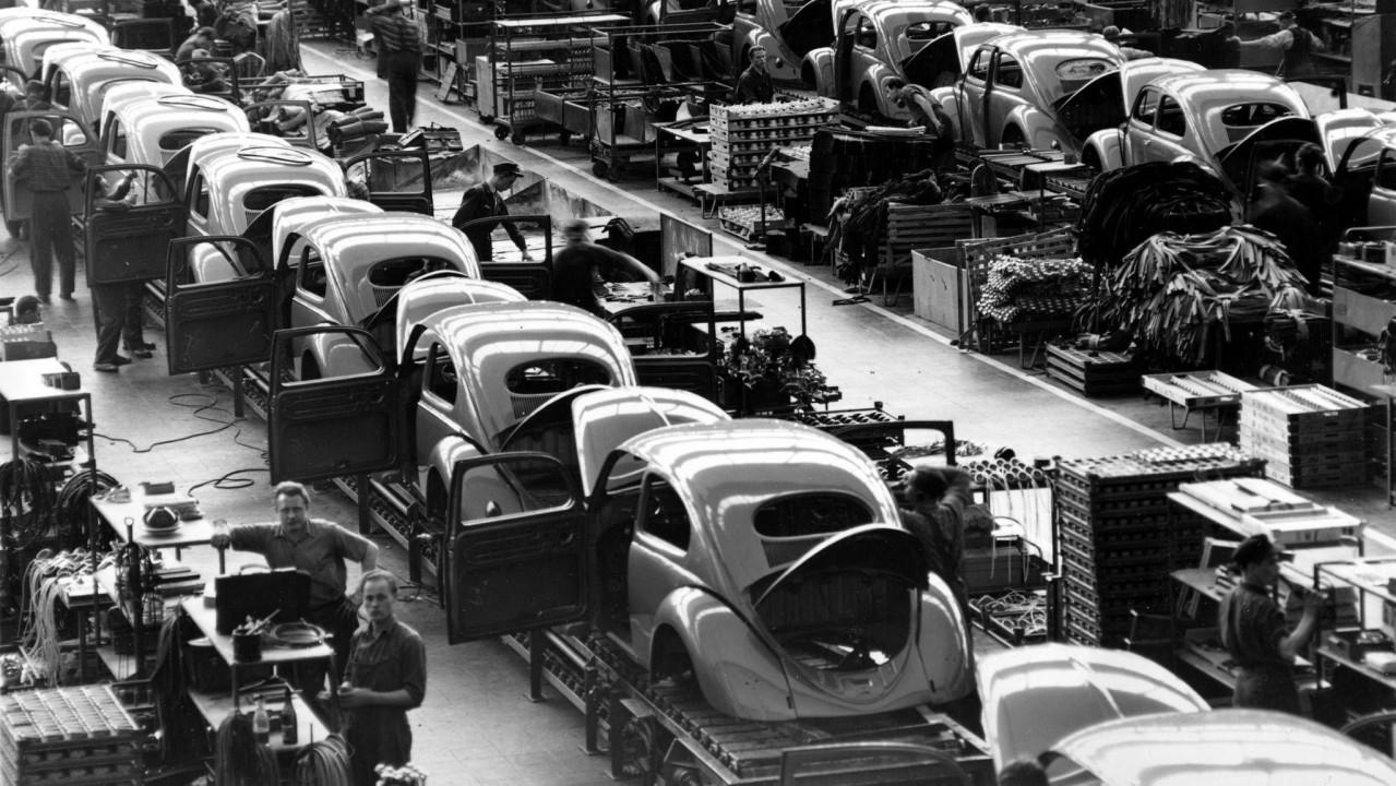 Volkswagen Tipo 1-Beetle Fabrica Wolfsburgo 1945 (8)