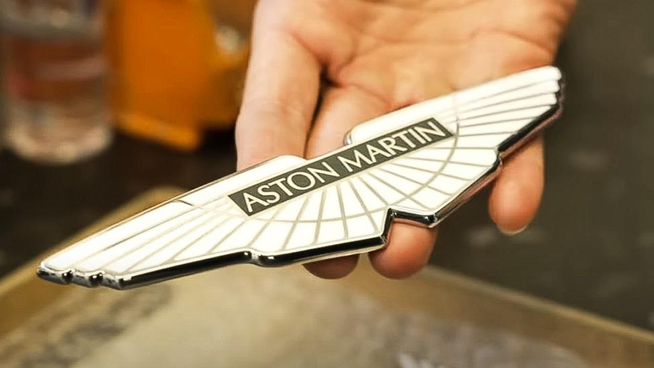 Aston Martin Logotipo Forjado (1)