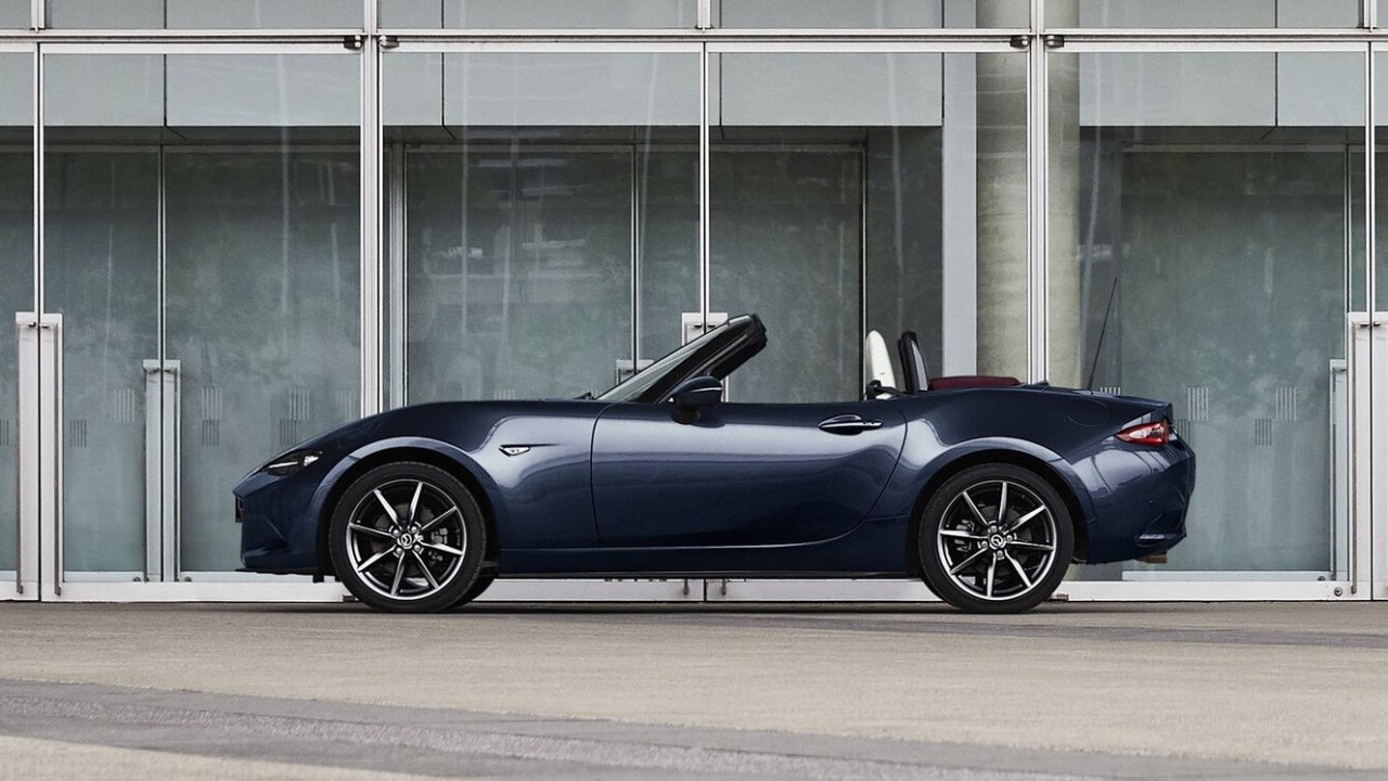 Mazda MX-5 Blue&Red Edition (2)