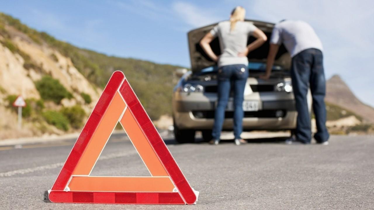 Detenerse con seguridad en carretera Triangulo de Emergencias (2)