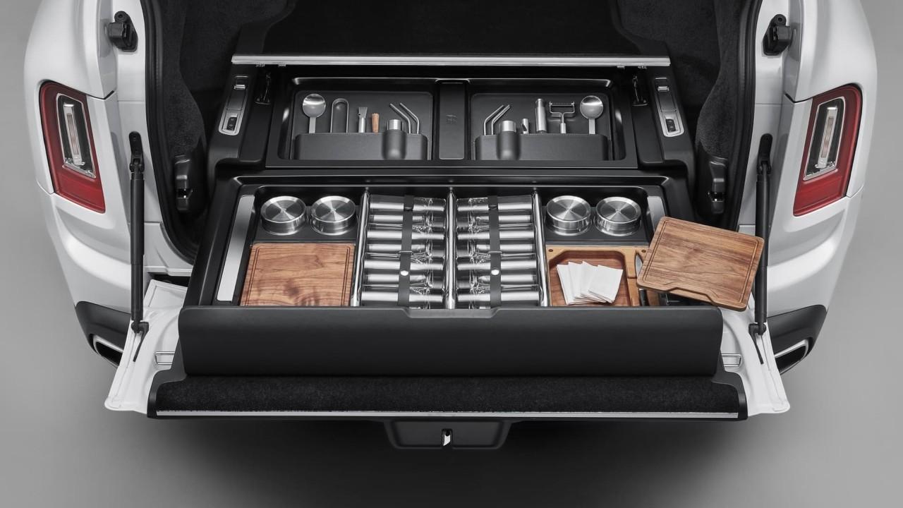 Rolls-Royce Accessories: Hosting Service